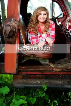 I really like this senior picture. I would like to have some of my senior pictures taken with an old Ford truck just like the one my dad use to have. Girl Senior Pictures, School Pictures, Senior Girls, Cute Pictures, Bridal Pictures, Senior Girl Photography, Cute Photography, Photography Backdrops, Wedding Photography