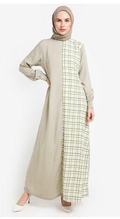 Aira Muslim Butik Aniyaa Dress #bajumuslim #abaya #abayafashion #gamis #gamismurah #gamissyari #gamiscantik #abayastyle #muslimfashion #muslimdress #afflink #fashion #elegantabaya #longsleeves #dresses #muslimfashion #islamicfashion #modestfashion #modestclothing #modestdress #islamicclothing#abayafashion #womensfashion #jubah #busanamuslim #gamismuslimah #dressmuslim #elbise #modelleri #hijabfashion #modernabaya #hijaboutfit #hijabdress #gamiskombinasi Abaya Fashion, Modest Fashion, Muslimah Wedding Dress, Moslem Fashion, Kebaya Muslim, Hijab Trends, Abaya Designs, Hijab Fashion Inspiration, Islamic Clothing