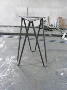 Hairpin leg legs for stool chair table handmade von DECORHOLZ Porch Furniture, Iron Furniture, Furniture Legs, Steel Furniture, Industrial Furniture, Custom Furniture, Furniture Design, Furniture Stores, Metal Table Legs
