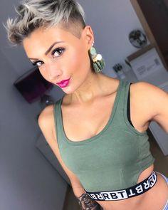 Ich hoffe, ihr hattet alle ein tolles Wochenende Genießt noch den Abend #beauty #beautiful #fashion #fashioninsta #ootd #ink #tatoo #tattoos #hair #hairstyle #shorthair #pixie #pixiecut #undercut #silverhair #greyhair #pretty #photooftheday #instagood #selfie