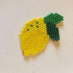 Je continue mes réalisations avec mon citron  #perlesmiyuki #miyukidelica #miyuki #lemon #citron #leaves #fruits #vitamins #yellow #beads #diy #brickstitch #jenfiledesperlesetjassume #jenfiledesperlesetjaimeca #motifcharlottesouchet Charlotte Souchet © ✨