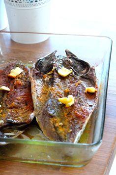 Passar pelas bancas do peixe fresco e escolher o que levar para casa. Tentar passar ao lado das espécies de aquacultura, e do robalo, d...