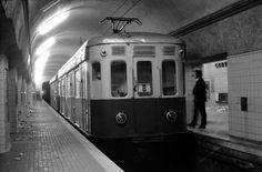 Imagen de la estación de Correos, ya cerrada al público empleándose como cola de maniobras (1972). Archivo TMB