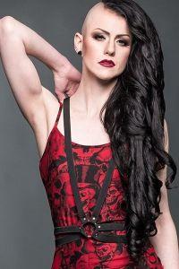 Queen of Darkness - Kunstleder Harness mit Nieten und Ring