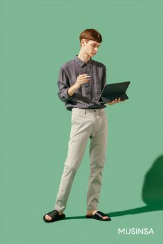 An idea for a potential student's pose and demeanor: perhaps an I.T student, the background would be changed to fit the colour Human Poses Reference, Pose Reference Photo, Figure Drawing Reference, Body Reference, Anatomy Reference, Korean Male Models, Male Models Poses, Photoshop, Poses References
