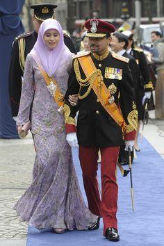 Bruneis Crown Prince Al-Muhtadee Billah Bolkiah and Princess Sarah arrive at the Nieuwe Kerk or New Church in Amsterdam for the inauguration of Dutch King Willem-Alexander, 04/30/13. (AFP)
