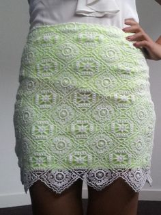 Clothes Refashion : DIY Neon Lined Lace Skirt