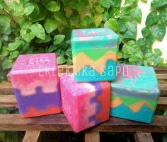 https://www.facebook.com/ChiaraGI.Eklektika.sapo/ My soaps by Eklektika Sapo on Facebook. Sculpted layers soaps #soap #diy_soap #cp_soap