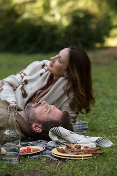 Grimm - Monroe and Rosalee get closer in season They enjoy a picnic right before a Wesen attacks them both. Grimm Cast, Nbc Grimm, Grimm Tv Series, Grimm Tv Show, Grimm Monroe, Bree Turner, Nick Burkhardt, Detective, Grimm Tales