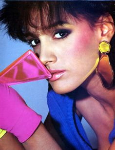 Wow, now that's the look! Actress Jennifer Beals from Flashdance Jennifer Beals, Madonna, 1980s Makeup, Look 80s, 1980s Hair, 80s Theme, Pink Cheeks, Pink Lips, Prince