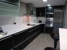 Reforma cocina. B&W. Mobiliario SANTOS modelo Kanto, negro mate. RENOVA INTERIORS https://www.facebook.com/pages/Renova-Interiors/509602039094184