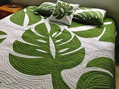 Hawaiian Style Monstera Leaf Queen Size Quilt