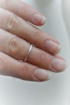 Dainty hammered silver ring - HeidisHoff.no