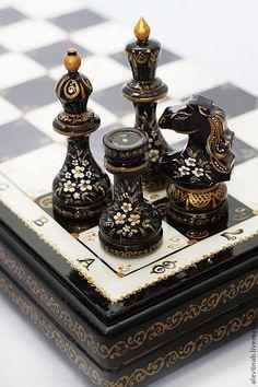 """Шахматы """"Чёрная королева"""" с ручной росписью от Алевтины Беляковой — работа дня…"""