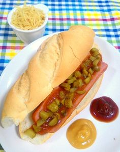 Cachorro quente com picles (Gurken Hot Dog)