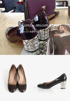 时尚高跟鞋,用华丽时尚的光彩为你的装扮提升魅力! 柔美小圆头,非常适合淑女MM们哦~ 极致闪耀的镶钻鞋跟设计,奢华气场扑面而至! 光泽亮丽的漆皮,立刻让你拥有无法阻挡的魅力~ 看一眼,就绝对让亲眼前一亮宝贝哦~ -小圆头- -镶钻鞋跟- -漆皮-