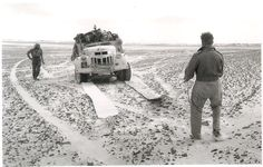 The LRDG used a combination of vehicle types as needs and availability allowed but their preferred mode of transport was stripped down Chevy trucks Afrika Corps, North African Campaign, British Armed Forces, Chevy Van, Military History, World War Two, Historical Photos, Military Vehicles, Wwii