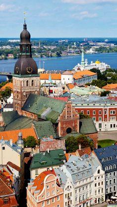 Saiba mais em: http://globolivros.globo.com/livros/lonely-planet-leste-europeu Old Riga, Latvia