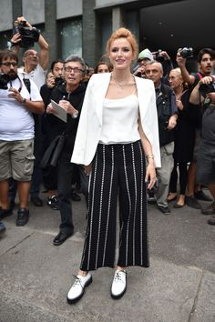 Looks like photographers couldn't get enough of Bella's retro look. via @stylelist | http://aol.it/1o1YqNn