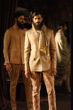 Best of Indian menswear collection from India Couture Week Manish Malhotra, Sabyasachi, Anju Modi, Rohit Bal India Fashion Men, Indian Men Fashion, Mens Fashion, Beard Fashion, Indian Look, Indian Man, Dandy Style, Men's Style, Sabyasachi Collection