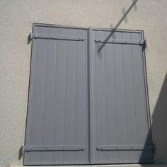 RAL 7040 gris fenêtre Drive Gates, Ral Color Chart, Ral Colours, Exterior Paint, Facade, Garage Doors, Cottage, Outdoor Decor, House