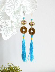 RESERVEES - Boucles d'oreille asiatiques turquoise en laiton couleur bronze, pièces chinoises, perles ethniques et pompons bleus. : Boucles d'oreille par mes-tites-lilis