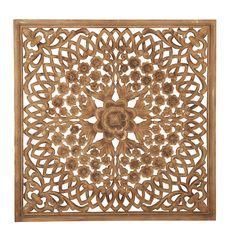 Vakkert utskåret tempeltavle eller veggdekor. Bruk den som et bilde, heng den på veggen, sett den på en kommode eller i en vinduskarm. Lekker på veggen bak sengen. Størrelse 115x115 cm.