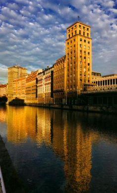 Basque Country, Bizkaia, Bilbao, View from El Arenal Bridge
