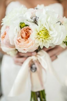Classic bride bouquet ~ {Photography: Meredith Hanafi Photography} #weddings