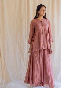 New Kurti Designs, Designs For Dresses, Stylish Dresses For Girls, Nice Dresses, Teen Fashion Outfits, Classy Outfits, Muslim Fashion, Indian Fashion, Kurta Patterns