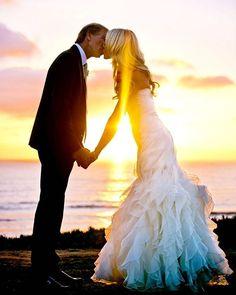 Sealed with a sunset kiss😘🌅 #laubergedelmarweddings #weddingwednesday @truephotography