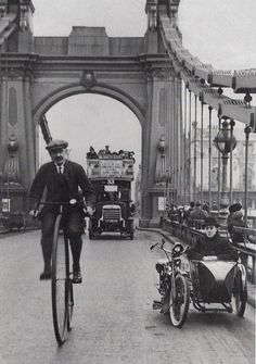 A cyclist riding a penny farthing over Hammersmith Bridge, London. (Photo by Hulton Archive/Getty Images) London in the Victorian Era Victorian London, Vintage London, Old London, Victorian Era, Vintage Pictures, Old Pictures, Old Photos, London History, British History