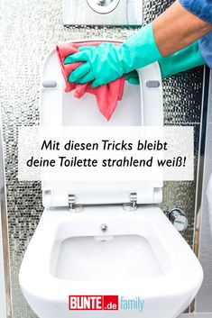Cleaning hacks: With these tricks your toilet stay. Cleaning hacks: With these tricks your toilet stays bright white – Deep Cleaning Tips, House Cleaning Tips, Spring Cleaning, Cleaning Hacks, Putz Hacks, Glass Cooktop, Sparkling Clean, Clean Freak, Simple Life Hacks