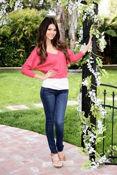 Victoria Justice pink and white top blue denim jeans