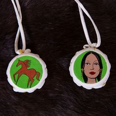 Artist: Lorri Ann Two Bulls - Transform your decor with a little help from this beautiful hand-made, mini elk hide drum. Side One: Horse Side Two: Native American Woman. #horse #nativeamerican #nativeamericanwoman #twobulls #handmade #minidrum #drum #painted #lakota #aktalakotamuseum Native American Instruments, Native American Women, Elk, Beautiful Hands, Drums, Nativity, Art Gallery, Hand Painted, Christmas Ornaments