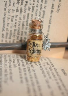 Glass Vial Potion Harry Potter Felix Felicis necklace Glass Vial Potion Harry Potter Felix Felicis by DarkRoseDelirium, Great for everyday wear, halloween costume, cosplay, or a Christmas ornament Bijoux Harry Potter, Harry Potter Potions, Harry Potter Cast, Harry Potter Characters, Bottle Jewelry, Bottle Charms, Bottle Necklace, Pendant Necklace, Harry Potter Ornaments