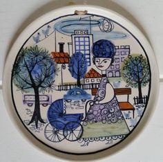 kupittaan savi LAILA ZINK Hand Painted Ceramics, Porcelain Ceramics, Ceramic Painting, Ceramic Artists, Kitsch Art, Scandinavian Design, Finland, Royal Blue, Nostalgia