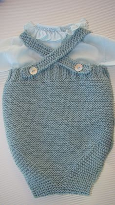 Com, Pelele O Rani Knitting For Kids, Baby Knitting Patterns, Romper Pattern, Pattern Baby, Tricot Baby, Loom Crochet, Knitted Romper, Baby Vest, Diy Dress