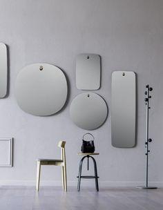 Design: Paolo Cappello. Specchi a parete con piolo in legno massello.