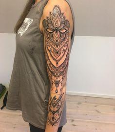 #tattoo #tattoosideas #tattooart #tätowierung #tätowierungskunst #tättoidee #tatouage #tatuaje #tatuaggio Girl Arm Tattoos, Badass Tattoos, Body Art Tattoos, Tribal Tattoos, Cool Tattoos, Tattoo Art, Classy Tattoos, Tatoos, Piercing Tattoo
