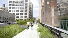 With our comprehensive High Line map you wont miss any NYC attractions, historic landmarks, places to eat or places to just relax