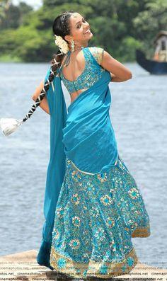 Bhavana actress hot song in latest movie boobs show side view Hot Actresses, Beautiful Actresses, Indian Actresses, Beautiful Girl Indian, Beautiful Saree, Desi Girl Selfie, Bhavana Actress, Indian Actress Images, Saree Photoshoot