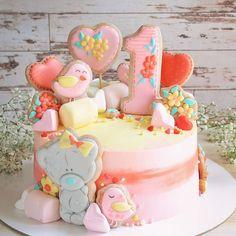 98 отметок «Нравится», 8 комментариев — Пряники Тортики Томск (@alya_shaposhnikova) в Instagram: «И вот такой вот получился тортик розово-зефирный☺️ #томск #торттомск #топпервторт #сладкийстол…» Girly Cakes, Baby Girl Cakes, Cute Cookies, Candy Party, Drip Cakes, Buttercream Cake, Fondant, Creative Cakes, Celebration Cakes