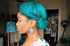 Artsy black woman, green hair, green natural hair