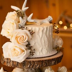 Country Chic Wedding Cakes, Country Wedding Cake Pictures, Rustic Cake Frosting Techniques, Rustic Cake Recipes, Rustic Style Wedding Cakes, Rustic Wedding Cakes And Cupcakes, Rustic Wedding Cakes Ideas, Rustic Wedding Cakes With Burlap #wedding cake #http://bridalscake.com