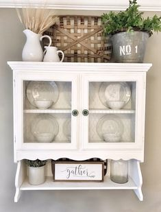34 ideas for farmhouse dining room hutch armoires Farmhouse Kitchen Decor, Farmhouse Dining, Decorating Above Kitchen Cabinets, Small Kitchen, Kitchen Remodel, Kitchen Decor, Cabinet Decor, Above Cabinet Decor, Kitchen Design