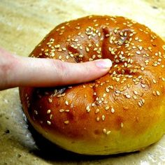 Domácí houska / bulka / brioška na burger Burger Party, Czech Recipes, Family Meals, Family Recipes, Hot Dogs, Bakery, Food And Drink, Cooking, Burgers