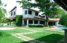 Patamares, Salvador, Brasil - Excelente casa com vista mar. Saber mais aqui - http://www.imoveisbrasilbahia.com.br/salvador-patamares-excelente-casa-com-vista-mar-a-venda
