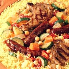 Couscous Royal Marocain via Sandra Angelozzi Middle East Food, Middle Eastern Recipes, Royal Recipe, Moroccan Couscous, Algerian Recipes, Couscous Recipes, Warm Food, Exotic Food, International Recipes