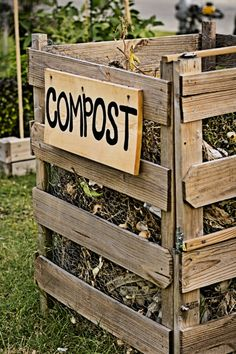 Garden Planning How To Make Great Compost For A Great Garden - The Simple Secrets! - Nothing can quite power a garden and flower beds like compost! Learn the simple secrets to make great compost in your backyard this year! Farm Gardens, Outdoor Gardens, School Gardens, Outdoor Art, Outdoor Life, Organic Gardening, Gardening Tips, Flower Gardening, Organic Farming